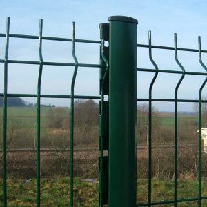 Poteau orion à encoches pour clôture rigide.