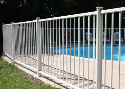 cloture piscine blanc NFP 90-306