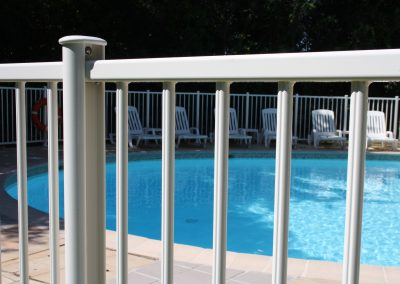 Clôture piscine norme NFP 90-306 à Cannes