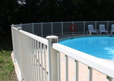 cloture piscine blanc NFP 90-306
